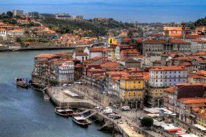 Лисабон и Порто със самолет и обслужване на български език!