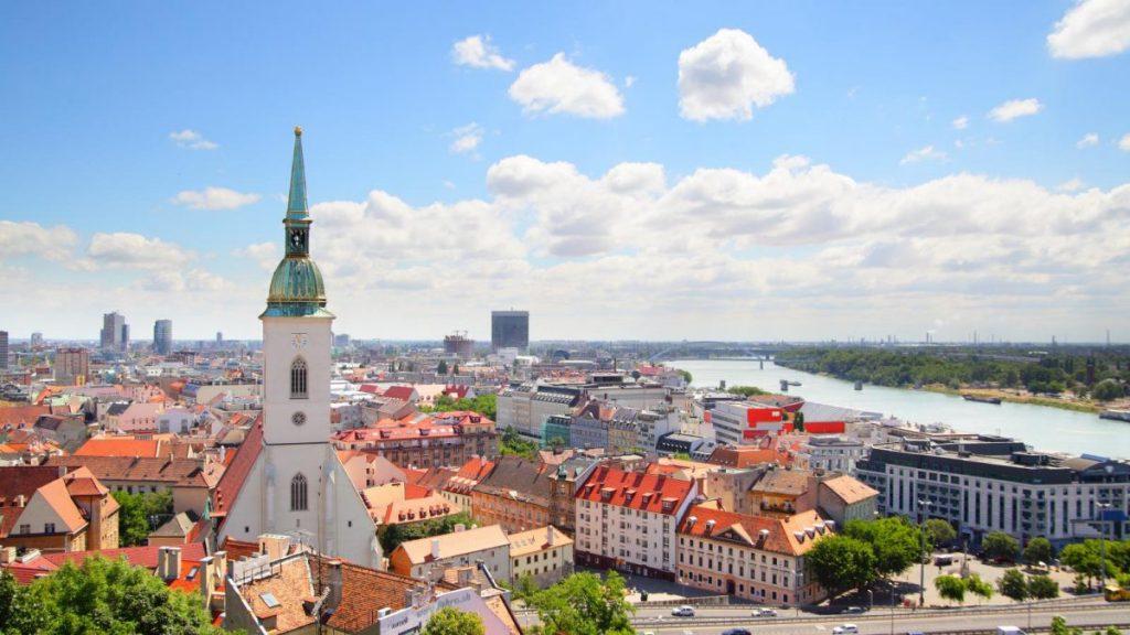 УИКЕНД в БРАТИСЛАВА!! Цени от 229 евро /вкл. полет, лет. такси, 3/4 нощувки+закуск в хотел 4*/!!!